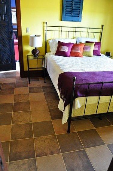 Фотография: Спальня в стиле Прованс и Кантри, Декор интерьера, Декор дома, Плитка – фото на InMyRoom.ru