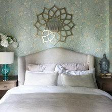 Фотография: Спальня в стиле Современный, Декор интерьера, Дизайн интерьера, Цвет в интерьере, Белый, Серый, Бирюзовый – фото на InMyRoom.ru