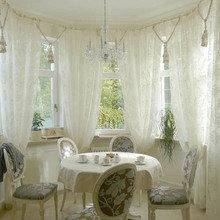 Фотография: Кухня и столовая в стиле Классический, Современный, Гостиная, Интерьер комнат, Тема месяца, Шторы – фото на InMyRoom.ru