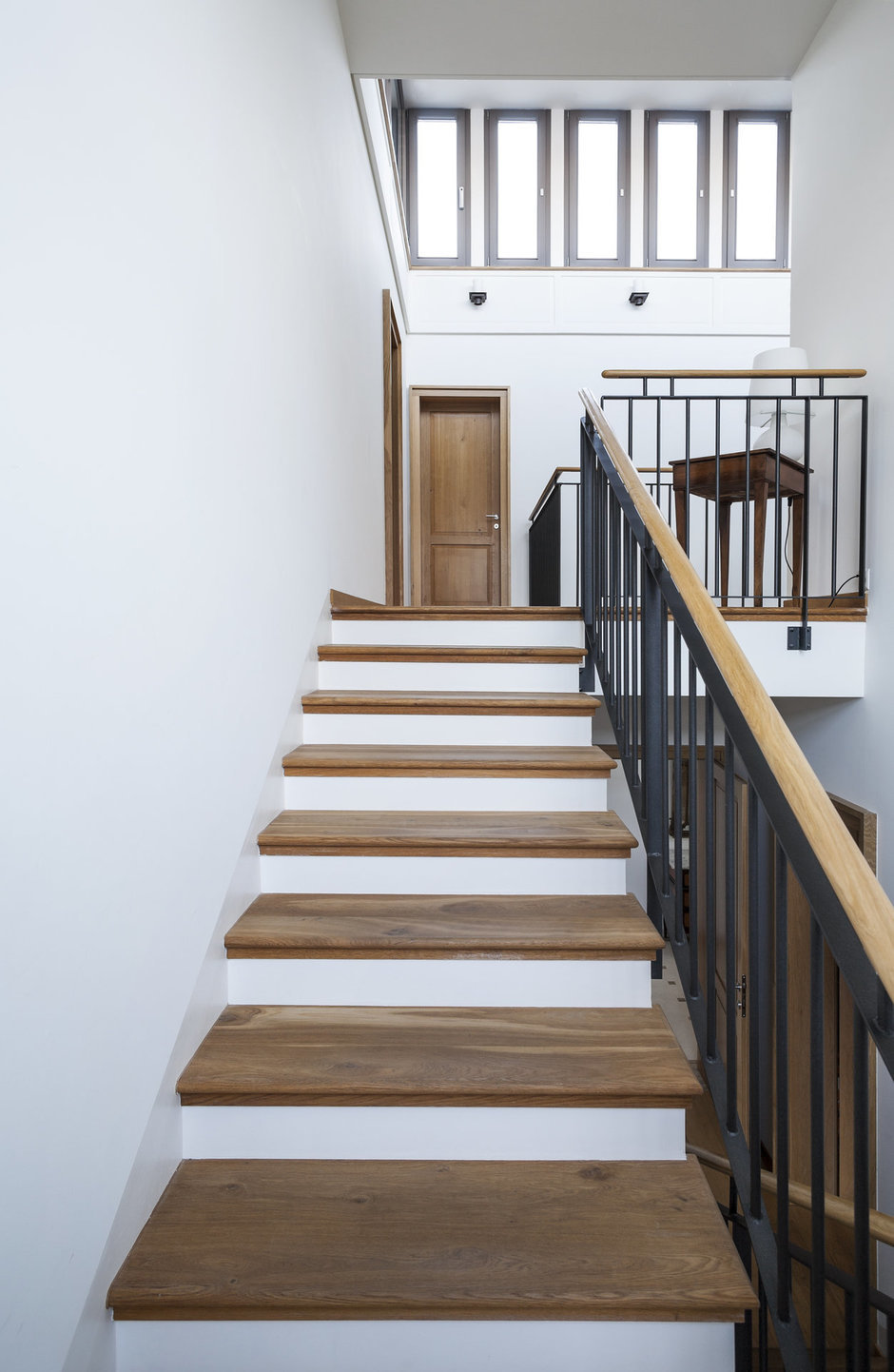 Фотография:  в стиле Современный, Декор интерьера, Дом, Декор дома, Лестница – фото на InMyRoom.ru