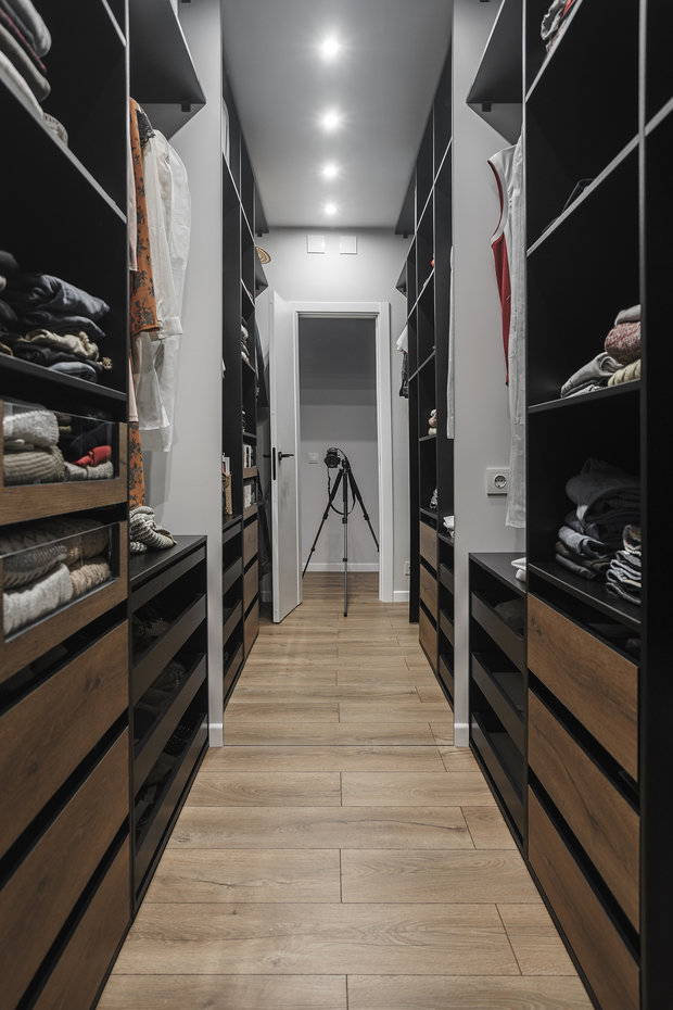 Фотография: Гардеробная в стиле Современный, Квартира, Минимализм, Проект недели, Пенза, 3 комнаты, Более 90 метров, Юлия Власова – фото на INMYROOM