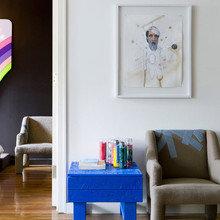 Фотография: Мебель и свет в стиле Современный, Малогабаритная квартира, Дизайн интерьера, Нью-Йорк, Диван, Декоративные панели – фото на InMyRoom.ru