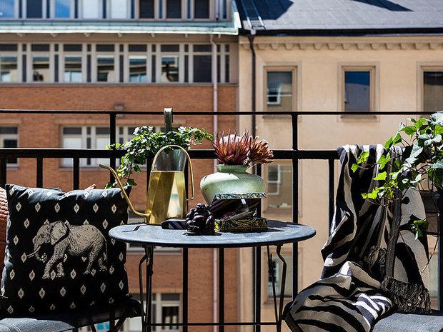 Фотография: Терраса в стиле Восточный, Кухня и столовая, Гостиная, Спальня, Скандинавский, Эклектика, Декор интерьера, Квартира, Швеция, Декор, Зеленый, Стокгольм, как создать уютную атмосферу, как обустроить двухкомнатную квартиру, 2 комнаты, 40-60 метров, как сочетать орнаменты – фото на INMYROOM