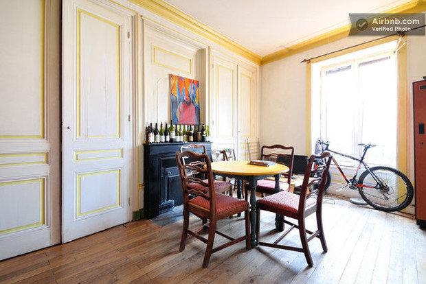 Фотография: Кухня и столовая в стиле Современный, Хай-тек, Airbnb – фото на InMyRoom.ru