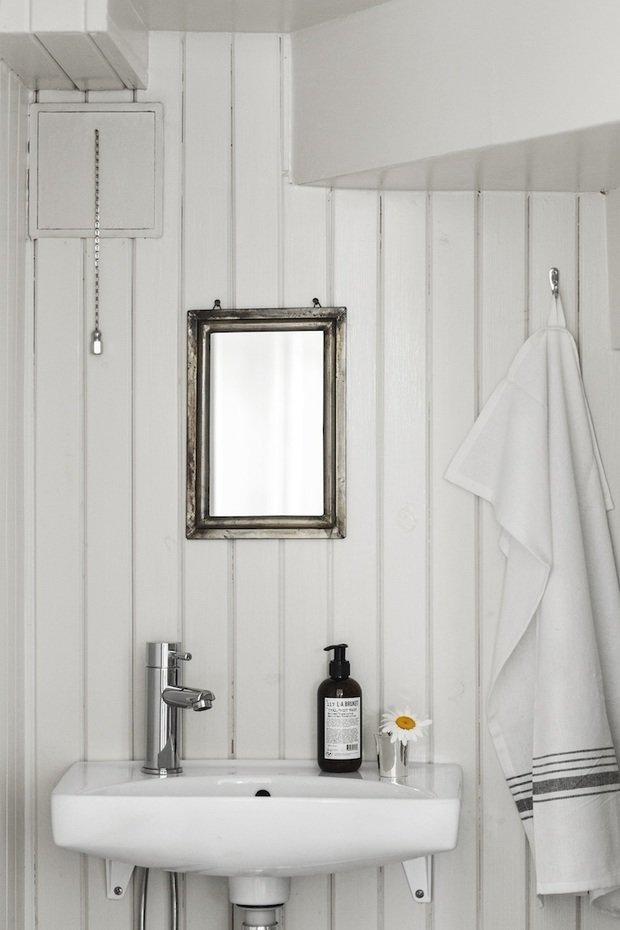 Фотография: Ванная в стиле Прованс и Кантри, Скандинавский, Декор интерьера, Дом, Швеция, Декор дома, Белый, Стокгольм, Серый, уютный минимализм – фото на INMYROOM