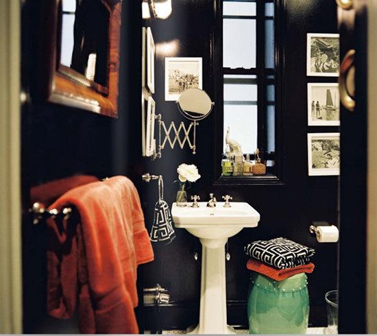 Фотография: Ванная в стиле Эклектика, Аксессуары, Декор, Мебель и свет, Советы, Черный, Бежевый, Синий, Серый – фото на InMyRoom.ru