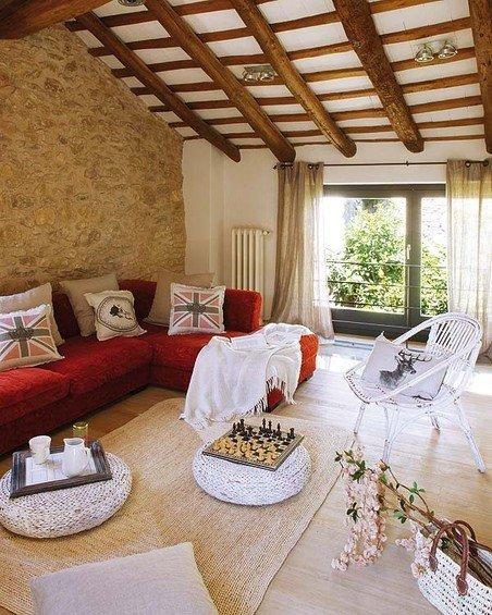 Фотография: Гостиная в стиле Прованс и Кантри, Дом, Дома и квартиры, Балки – фото на InMyRoom.ru