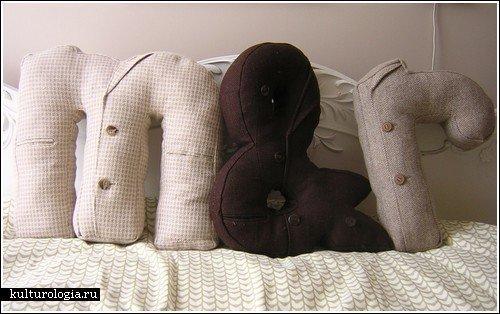 Фотография: Гостиная в стиле Лофт, Декор интерьера, Декор дома, Подушки, Вышивка – фото на InMyRoom.ru