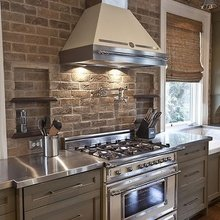 Фотография: Кухня и столовая в стиле Кантри, Декор интерьера, Дом, Декор дома, Плитка, Мозаика, Кухонный фартук – фото на InMyRoom.ru