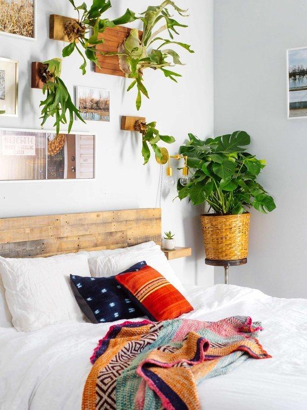 Фотография: Спальня в стиле Скандинавский, Эклектика, Декор интерьера, Дом, США, Розовый, как обустроить съемную квартиру, как улучшить интерьер съемной квартиры, декор съемной квартиры, яркий интерьер, Новый Орлеан – фото на INMYROOM