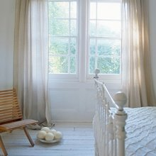 Фотография: Спальня в стиле Кантри, Классический, Скандинавский, Современный, Декор интерьера, Мебель и свет, Декор дома – фото на InMyRoom.ru