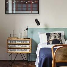 Фотография: Спальня в стиле Скандинавский, Декор интерьера, Мебель и свет, Стол – фото на InMyRoom.ru