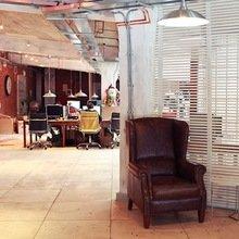Фотография: Офис в стиле Кантри, Классический, Лофт, Современный, Офисное пространство, Индустрия, Люди – фото на InMyRoom.ru