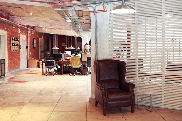 Фотография: Офис в стиле Прованс и Кантри, Классический, Лофт, Современный, Офисное пространство, Индустрия, Люди – фото на InMyRoom.ru