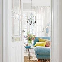 Фотография: Гостиная в стиле , Декор интерьера, Дизайн интерьера, Цвет в интерьере, Белый – фото на InMyRoom.ru