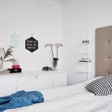 Фотография: Спальня в стиле Скандинавский, Классический, Декор интерьера, Квартира, Швеция, Мебель и свет, Белый, квартира с изолированными комнатами, интерьер квартиры с изолированными комнатами – фото на InMyRoom.ru