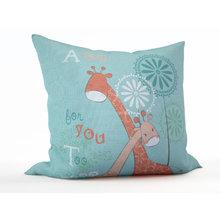 Детская подушка: Объятия жирафов