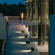 Фотография: Архитектура в стиле , Ландшафт, Стиль жизни, Бассейн, Сад, Подсветка, Фасад – фото на InMyRoom.ru