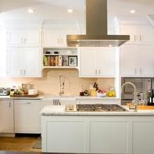Фотография: Кухня и столовая в стиле Скандинавский, Аксессуары, Декор, Мебель и свет, Белый, Гид, белая кухня – фото на InMyRoom.ru
