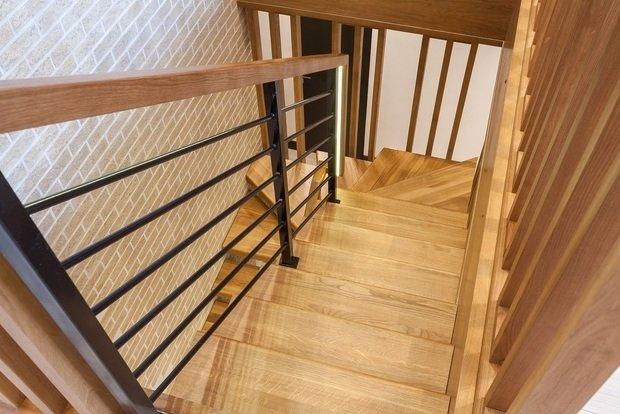 Фото из портфолио Лестница из массива дуба  – фотографии дизайна интерьеров на INMYROOM