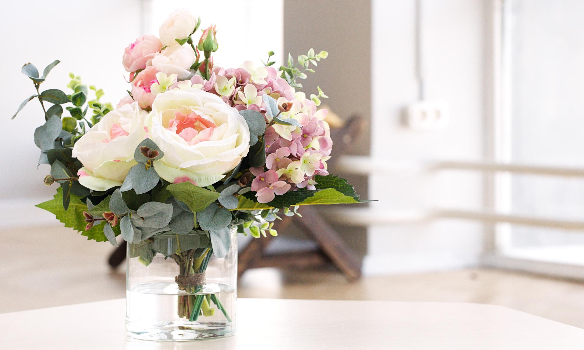 Купить Композиция из искусственных цветов - пудровая гортензия, розы, эвкалипт, inmyroom, Россия
