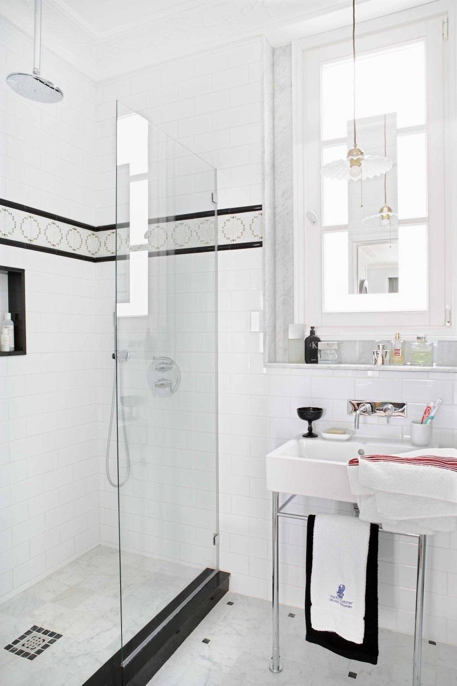 Фотография: Ванная в стиле Современный, Классический, Эклектика, Квартира, Цвет в интерьере, Дома и квартиры, Белый, Ретро – фото на InMyRoom.ru