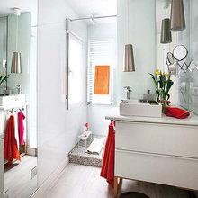 Фотография: Ванная в стиле Современный, Малогабаритная квартира, Квартира, Испания, Цвет в интерьере, Дома и квартиры, Белый – фото на InMyRoom.ru
