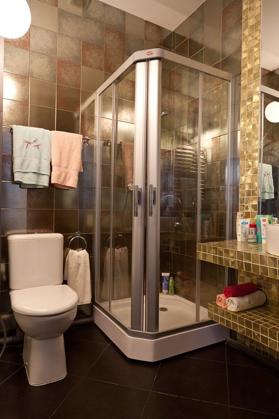 Фотография: Ванная в стиле Эклектика, Лофт, Малогабаритная квартира, Квартира, Цвет в интерьере, Дома и квартиры, Стены – фото на InMyRoom.ru