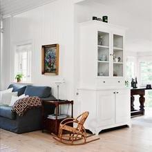 Фотография: Гостиная в стиле Кантри, Декор интерьера, Мебель и свет, Шкаф – фото на InMyRoom.ru