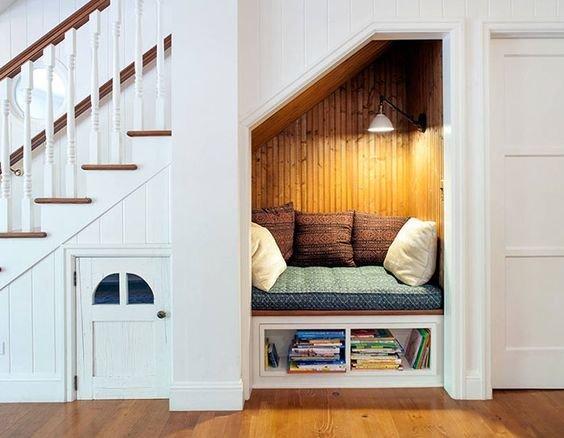 Фотография: Спальня в стиле Хай-тек, Советы, Гид, Дом и дача, ниша под лестницей – фото на InMyRoom.ru
