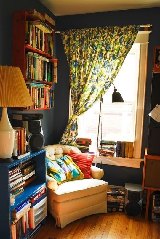 Фотография: Мебель и свет в стиле Прованс и Кантри, Хранение, Стиль жизни, Советы, Мансарда, Подоконник – фото на InMyRoom.ru