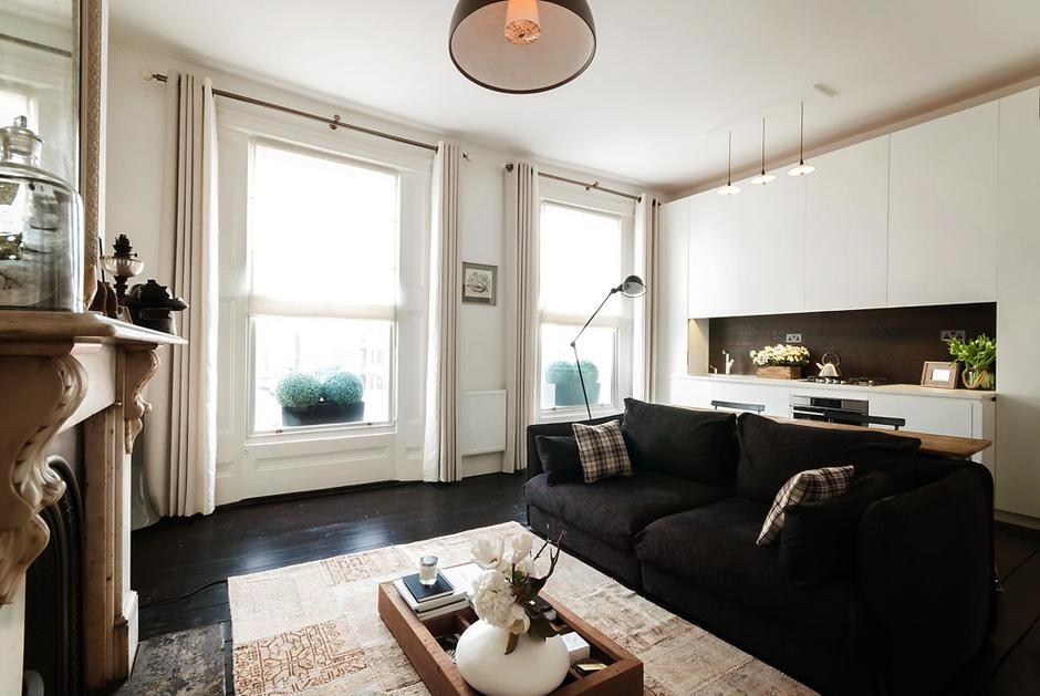 Фотография: Гостиная в стиле Эклектика, Классический, Малогабаритная квартира, Квартира, Цвет в интерьере, Дома и квартиры, Белый – фото на InMyRoom.ru