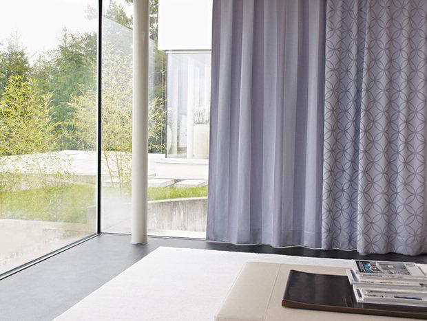 Фотография: Спальня в стиле Современный, Цвет в интерьере, Стиль жизни, Советы, Ткани, Галерея Арбен, Шторы, Окна – фото на InMyRoom.ru