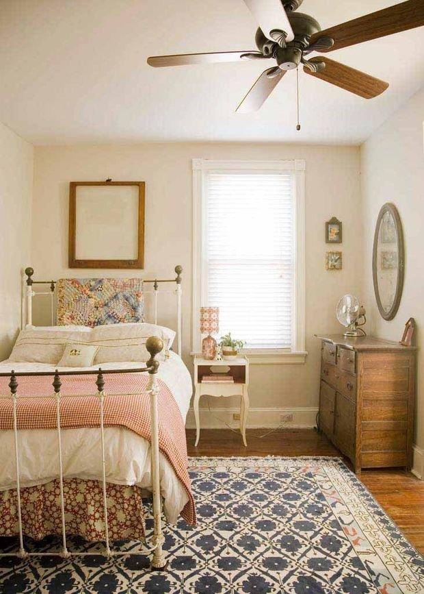 Фотография: Спальня в стиле Прованс и Кантри, Интерьер комнат, Подушки, Ковер – фото на InMyRoom.ru