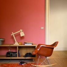 Фотография: Мебель и свет в стиле Скандинавский, Декор интерьера, Дизайн интерьера, Цвет в интерьере, Красный, Dulux, Розовый – фото на InMyRoom.ru