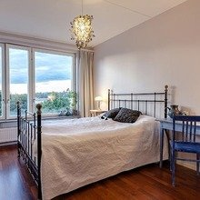 Фотография: Спальня в стиле Кантри, Классический, Декор интерьера, Дизайн интерьера, Терраса, Цвет в интерьере, Стокгольм – фото на InMyRoom.ru