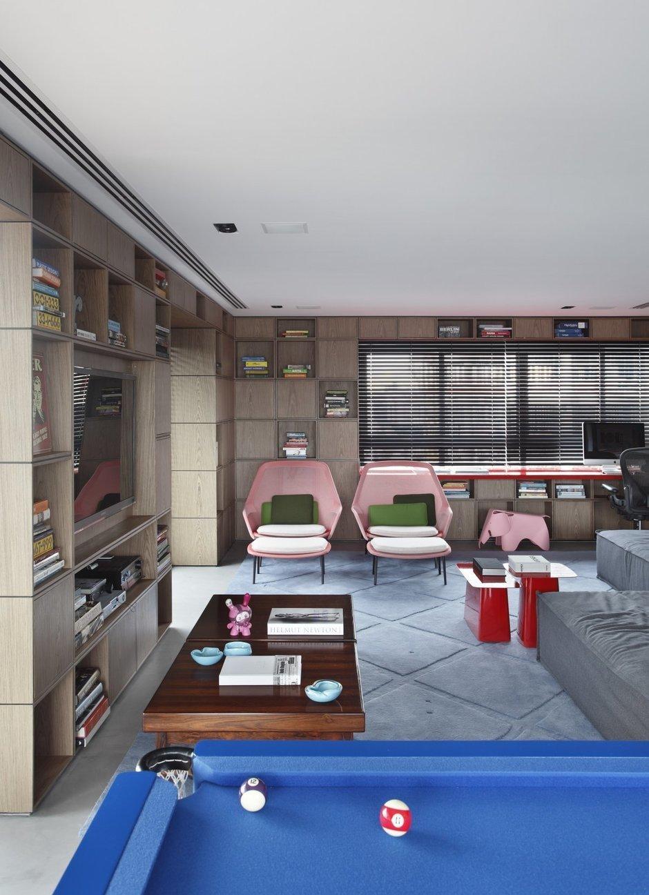 Фотография: Гостиная в стиле Современный, Дом, Цвет в интерьере, Дома и квартиры, Серый, Бразилия, Пол, Сан-Паулу – фото на InMyRoom.ru