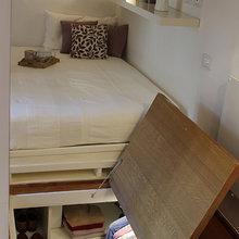Фотография: Спальня в стиле Современный, Минимализм, Советы, как обустроить однушку, Сильвана Читтерио, кухня в однушке, гардероб в однушке, как организовать систему хранения в однокомнатной квартире, многофункциональный подиум – фото на InMyRoom.ru