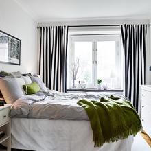 Фотография: Спальня в стиле Скандинавский, Малогабаритная квартира, Квартира, Цвет в интерьере, Дома и квартиры, Белый, Шторы – фото на InMyRoom.ru