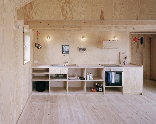 Фотография: Кухня и столовая в стиле Современный, Скандинавский, Декор интерьера, Швеция, Декор дома, Цвет в интерьере, Белый – фото на InMyRoom.ru
