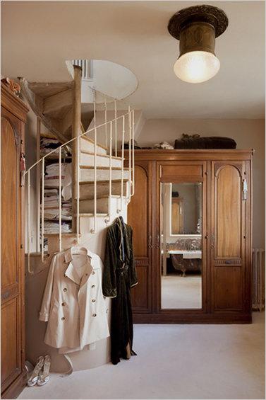 Фотография: Мебель и свет в стиле Прованс и Кантри, Дом, Дома и квартиры, Лестница – фото на InMyRoom.ru