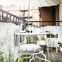 Фотография: Балкон, Терраса в стиле Кантри, Современный, Карта покупок, Индустрия, IKEA, Свечи, Стеллаж, Плед, специальная тема: балконы, Подсвечники, Кашпо – фото на InMyRoom.ru