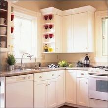 Фотография: Кухня и столовая в стиле Классический, Интерьер комнат, Цвет в интерьере, Белый – фото на InMyRoom.ru