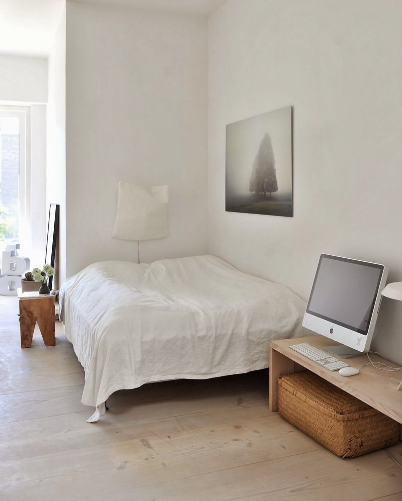 Фотография: Спальня в стиле Скандинавский, Квартира, Цвет в интерьере, Дома и квартиры, Белый, Черный – фото на InMyRoom.ru
