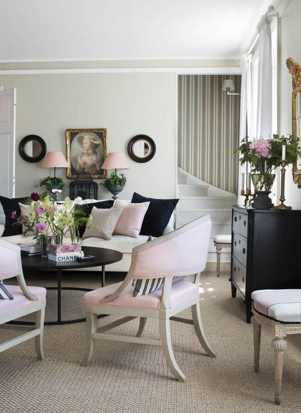 Фотография: Спальня в стиле Классический, Скандинавский, Декор интерьера, Квартира, Черный, Бежевый, Серый, Розовый, бледно-розовый цвет в интерьере, модная палитра в интерьере – фото на InMyRoom.ru