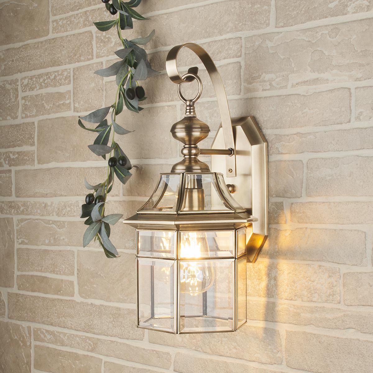 Купить со скидкой Уличный настенный светильник Elektrostandard Savoie из металла и стекла