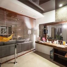 Фотография: Ванная в стиле Современный, Декор интерьера, Советы, стекло в интерьере, пластик в интерьере, интерьерный тренд, тенденция – фото на InMyRoom.ru