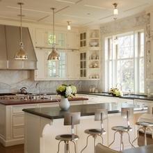 Фотография: Кухня и столовая в стиле Кантри, Классический, Современный, Декор интерьера, Мебель и свет – фото на InMyRoom.ru