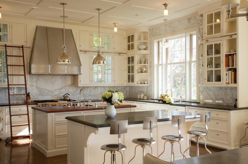 Фотография: Кухня и столовая в стиле Прованс и Кантри, Классический, Современный, Декор интерьера, Мебель и свет – фото на InMyRoom.ru
