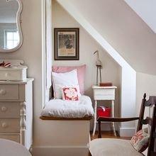 Фотография: Спальня в стиле Кантри, Хранение, Стиль жизни, Советы, Мансарда, Подоконник – фото на InMyRoom.ru